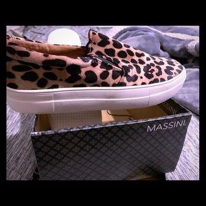 Comfortable leopard print flats